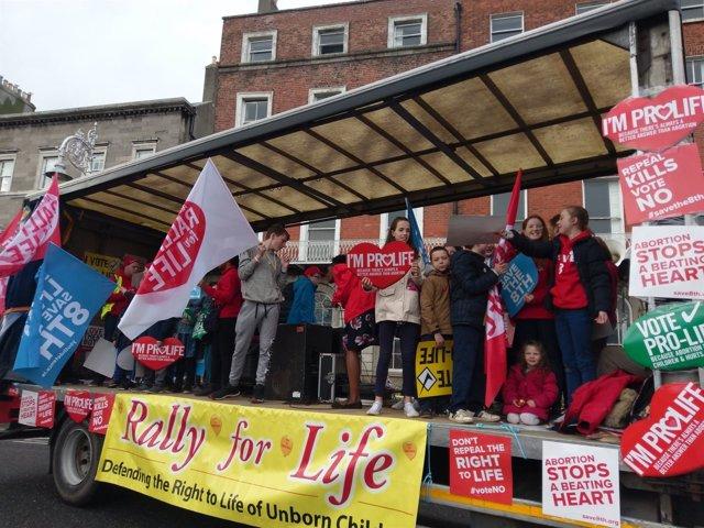 Manifestación contra la despenalización del aborto en Irlanda