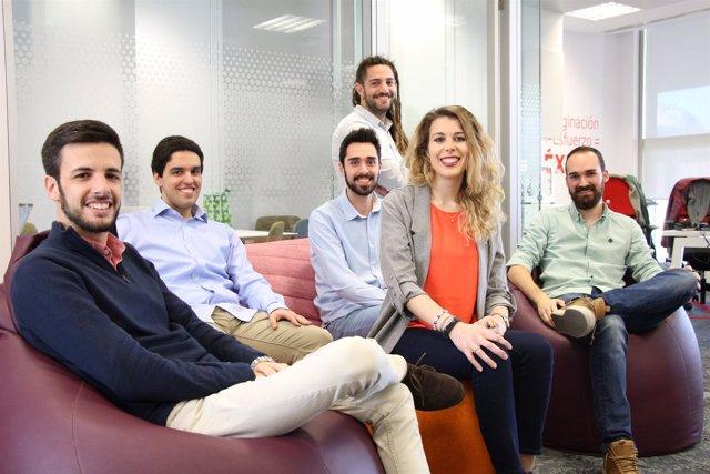 El equipo de la plataforma de asistentes virtuales turísticos Güelcom