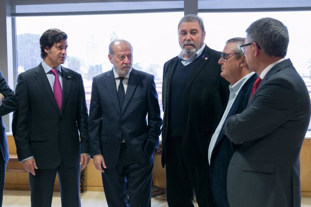 Villalobos con los representantes de la patronal y los sindicatos