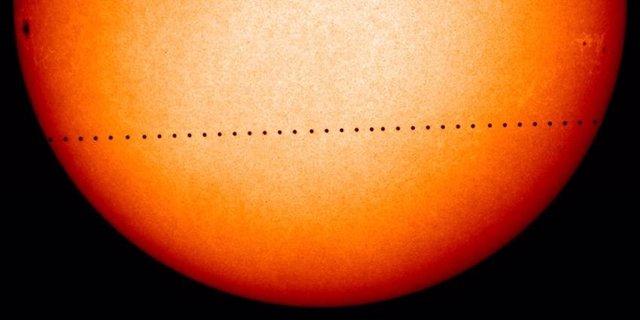 El planeta Mercurio, captado en tránsito sobre el disco solar