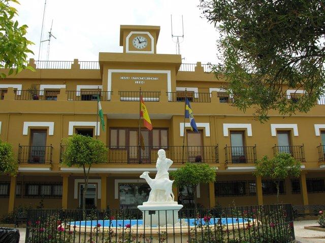 Fachada del Ayuntamiento de Aljaraque (Huelva).