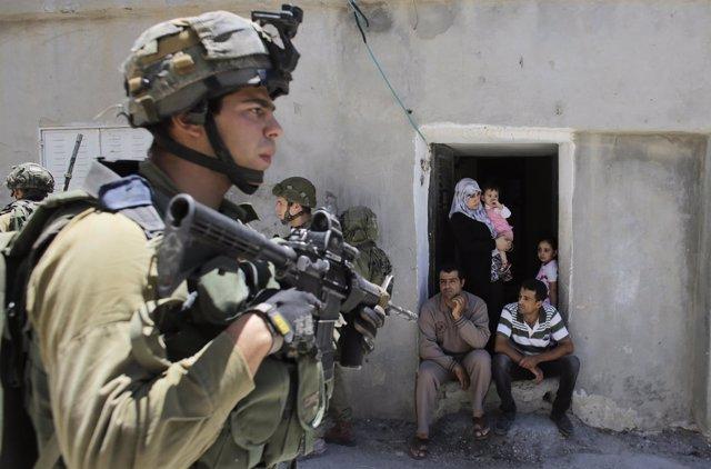 Soldados israelíes en Hebrón, Cisjordania