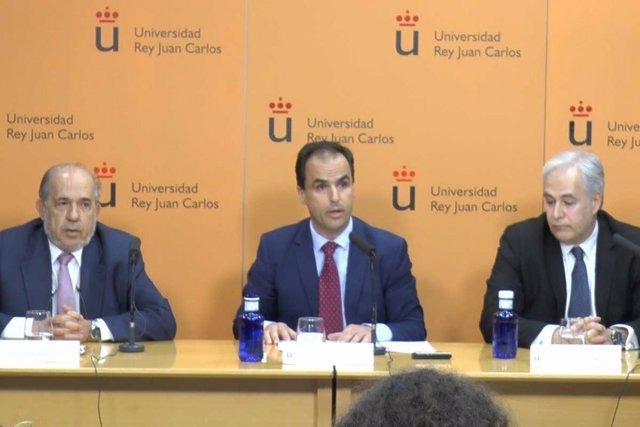 El rector de la URJC y los profesores del Máster en rueda de prensa