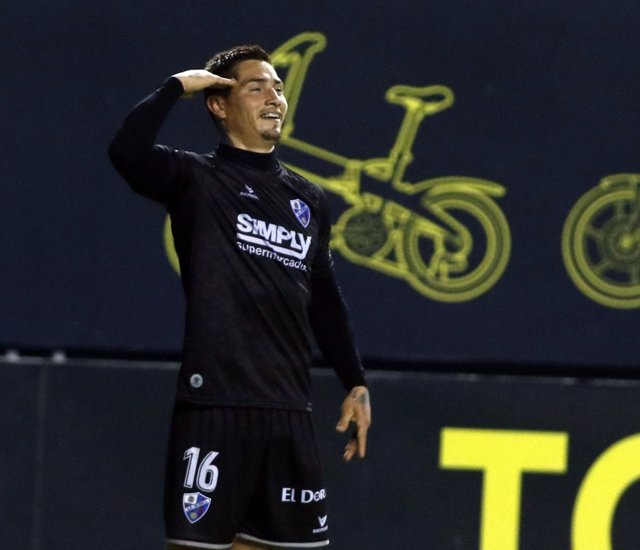 Avila celebra el 0-1 del Huesca en el Ramón de Carranza
