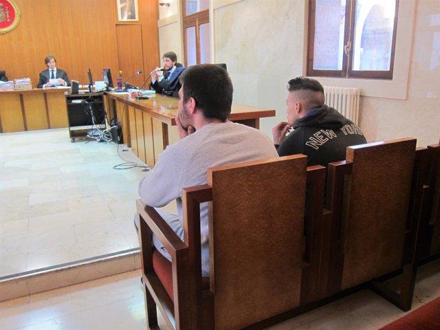 Los acusados de intento de homicidio, en el juicio en la Audiencia Provincial