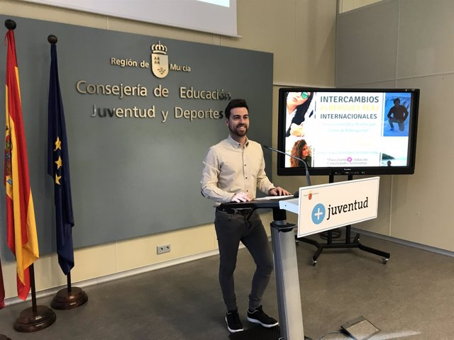 Sánchez presenta el Programa de Intercambios Juveniles en Albergues