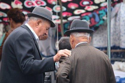 El nivel socioeconómico condiciona la lentitud al caminar de los mayores
