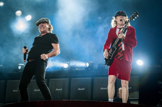 BRIAN JOHNSON Y ANGUS YOUNG DE AC/DC
