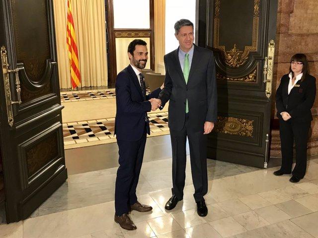 El presidente del Parlament, Roger Torrent, con Xavier García Albiol (PP)