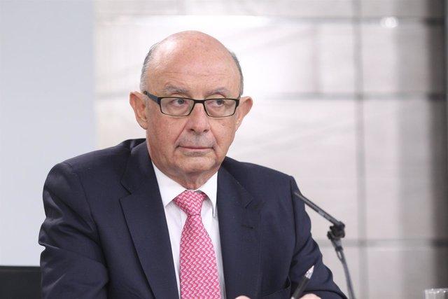 Rueda de prensa de Cristóbal Montoro tras el Consejo de Ministros