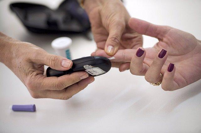 Cerca de 1.400 pacientes diabéticos podrán disponer desde este viernes de medidores de glucosa subcutánea