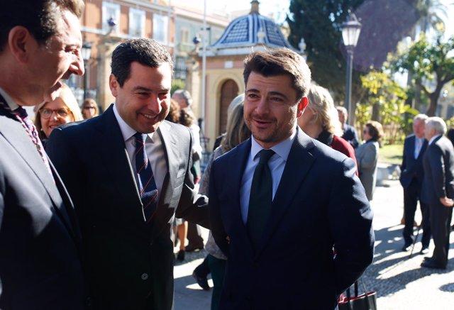 El presidente del PP-A, Juanma Moreno, y el candidato de Sevilla, Beltrán Pérez