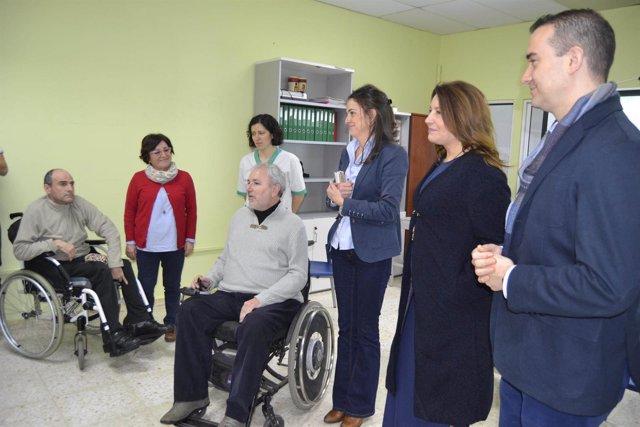 La portavoz del PP-A visita el centro Verdiblanca con otros parlamentarios