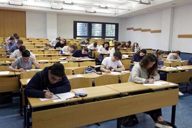 Alumnos en la Olimpiada de Economía de la UJI, alumnos, examen, clase, aula