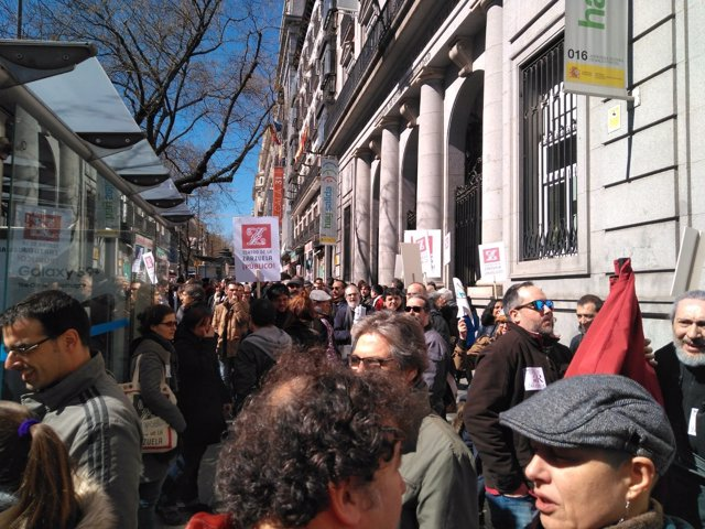 Protesta de trabajadores del Teatro de la Zarzuela ante Cultura