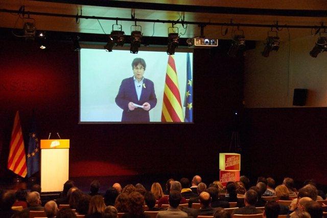Foto de archivo de una intervención de Carles Puigdemont en una reunión de JxCat
