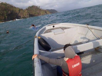 Al menos dos personas muertas tras naufragar una embarcación de inmigrantes que se dirigía a Panamá