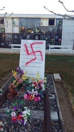 Fwd: Esvastica En El Monumento Mathausen