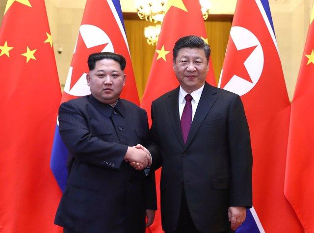 El líder norcoreano, Kim Jong Un, y el presidente de China, Xi Jinping.