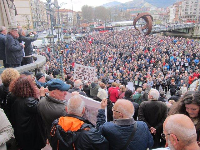 Foto de archivo de concentración de Pensionistas de Bilbao