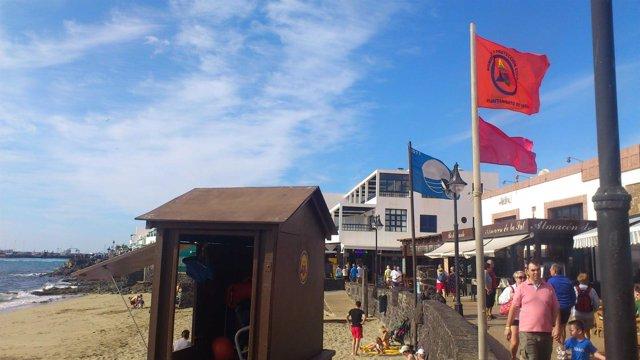 Bandera Roja En Playa Blanca, Yaiza (Lanzarote)