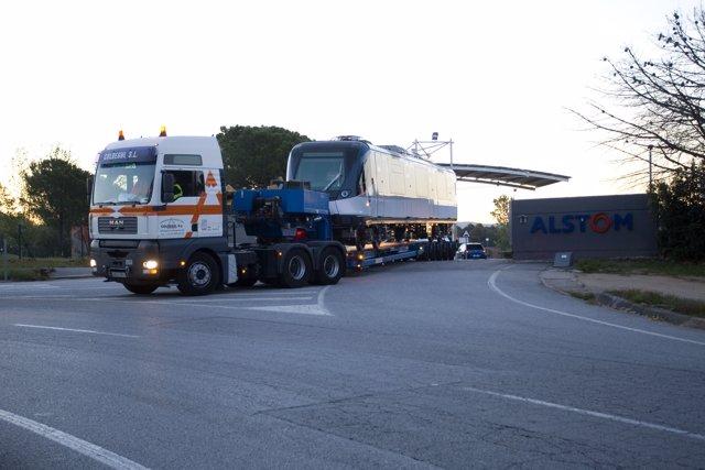 Traslado del metro para Panamá fabricado por Alstom en Barcelona