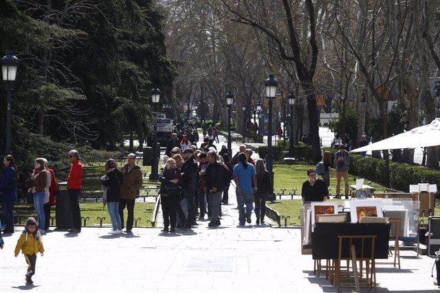 Entrada al museo del Prado, gente, turismo, turista, turistas, Madrid
