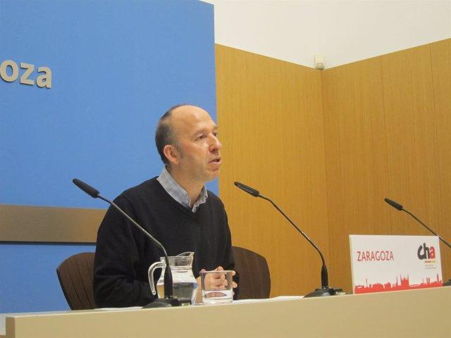 Carmelo Asensio (CHA), en rueda de prensa hoy en el Ayuntamiento