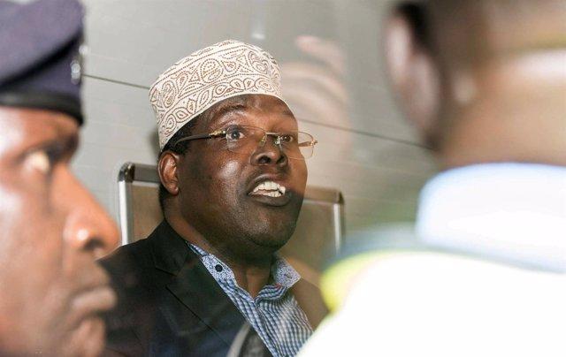 El opositor Miguna Miguna cuando fue detenido en el aeropuerto de Nairobi