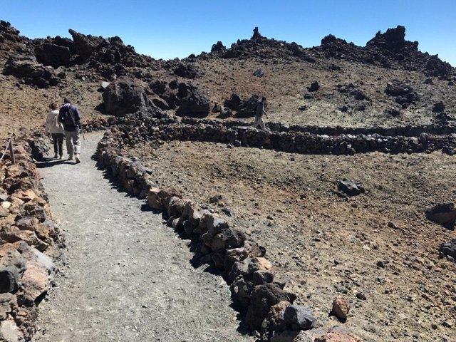 Sendero en el Parque Nacional del Teide