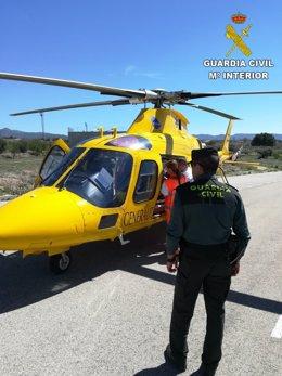 El afectado ha sido evacuado en helicóptero