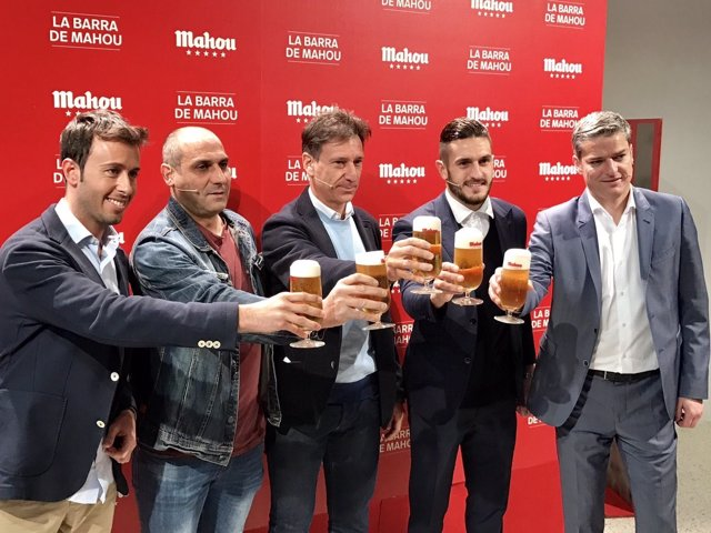 Koke brinda junto a Alfonso Pérez