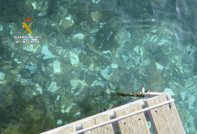 Escombros en playa de Menorca