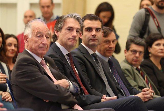 De la Serna, con el presidente de la Diputación de Almería y el alcalde