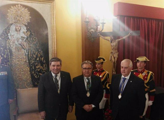 DavEl ministro Juan Ignacio Zoido recibe medalla de la cofradía de Expiración