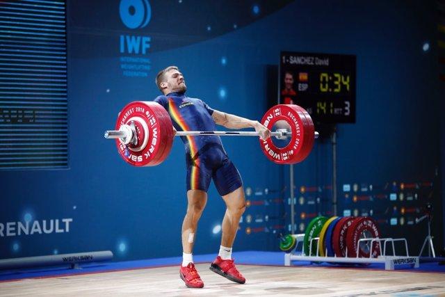 David Sánchez suma otras dos medallas para España en el Europeo de halterofilia
