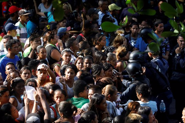 Familiares de los presos de la comisaría de Carabobo.