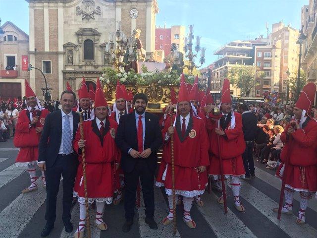 Fernando López Miras asiste a la procesión de 'Los Coloraos' en Murcia