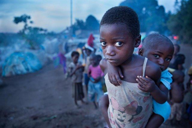 Niñas desplazados por la violencia en Kalemie (RDC)