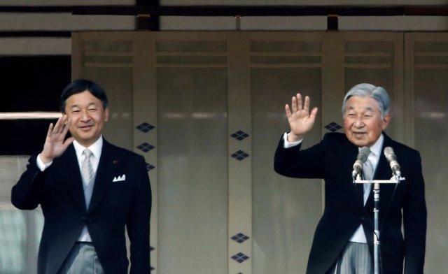 El emperador Akihito y su hijo el príncipe Naruhito