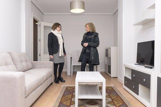 Tezanos y Renedo en la nueva casa de acogida para víctimas de violencia género