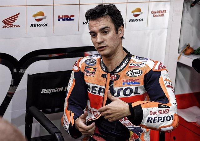 El piloto español de MotoGP Dani Pedrosa (Repsol Honda) en su box