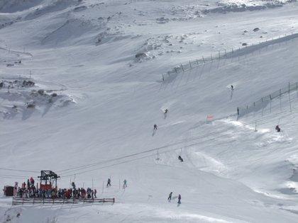Alto Campoo abre todas sus pistas y ofrece 25 km de esquí con buena visibilidad
