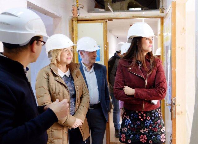 Visita obras  consejera de Familia junto a la directora general