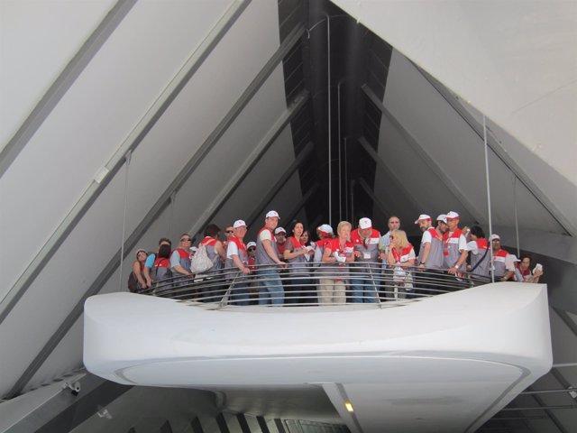 Voluntarios en el Pabellón Puente