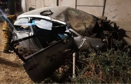 Sucesos.- Dos heridos en un accidente en El Campello tras quedar atrapados en un coche que se salió de la vía
