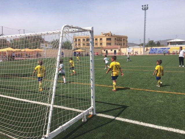 250 Niños De Málaga Y Granada Participan En La Iii Huétor Tájar Cup