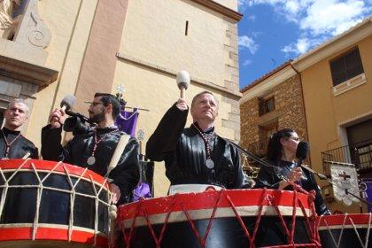 Moragues expresa el apoyo del Gobierno a que las tamboradas de Alcora y Alzira sean Patrimonio Unesco