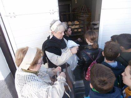Más de un centenar de Las Gabias (Granada) aprenden a hacer pan artesanal