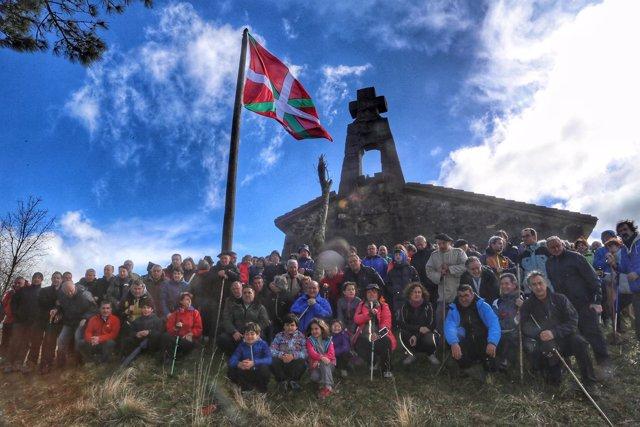 Andoni Ortuzar en la cima del Bizkargi